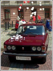 1b 225x300 - Samochód do ślubu Szczyrk Polski Fiat 125p